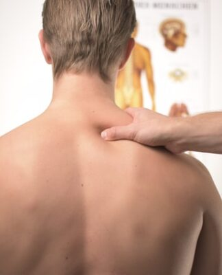 Can herniated disc cause chest pain?