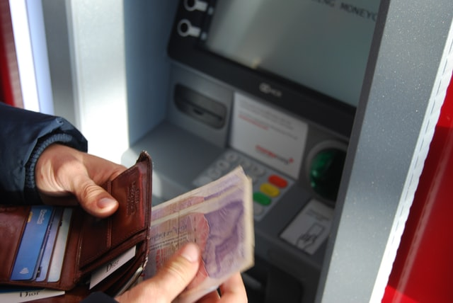 Can money be withdrawn from credit card?